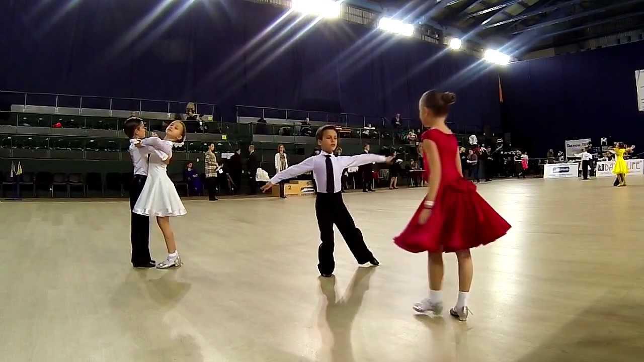 Танец в платье видео смотреть