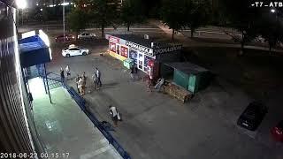 """Нічна """"поножовщина"""" на пр. П.Тичини, біля супермаркету """"АТБ"""" (00:11:30 22.06.2018)"""