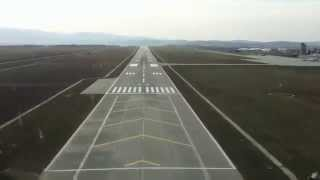 VEZI Din cabina pilotului aterizare avion pe aeroportul Sibiu - novatv.ro