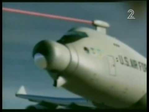 מטוס משמיד טילים מהאוויר בלייזר plane destroys rockets with laser