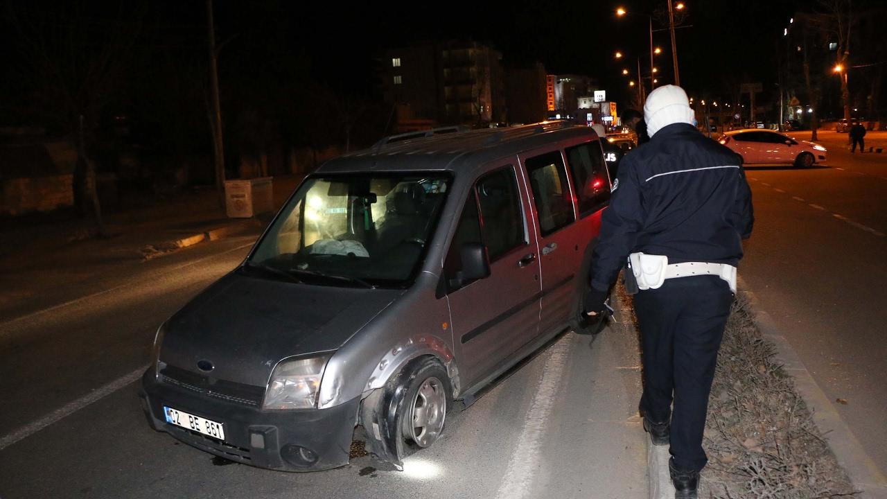 Devrilen Hafif Ticari Aracın Sürücüsü Yaralandı