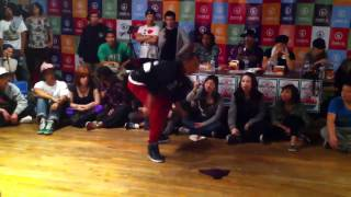 Press Play (Soulbotics Krew) vs. G Fresh Poppin Battle 2010
