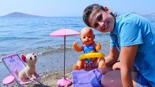 Ayşe, Gül ve Loli plaja gidiyorlar.