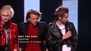 iHeart Awards || 5SOS win best Fan Army!