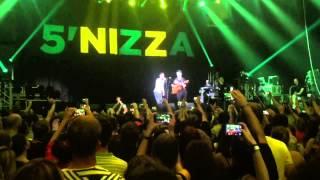 "На концерте 5nizz'ы зрители поют песню ""Солдат"""