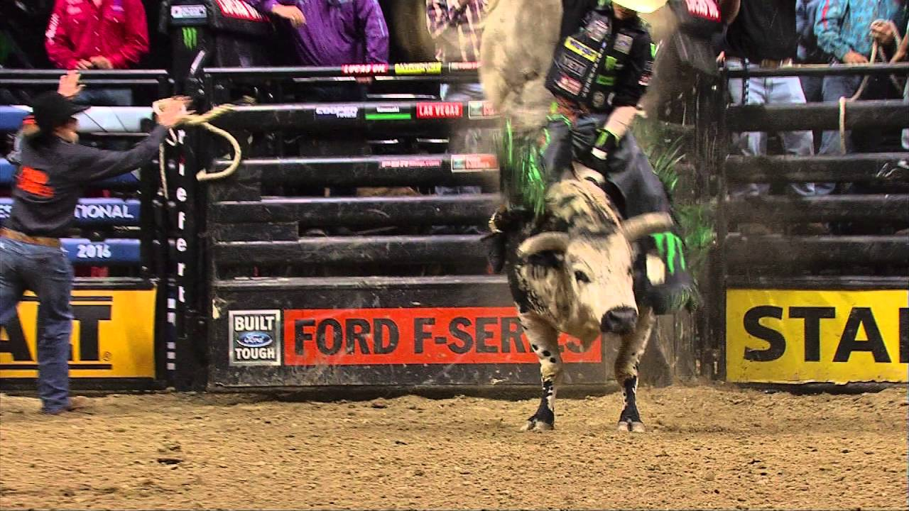 6e9d50ef WRECK: Air Time takes out J.B. Mauney (PBR) - YouTube