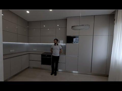 Угловая кухня акрил глянец и мат.  Кухня под потолок. Столешница из камня кварц. Кухни Киев.