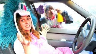 Смешные видео - Милая Пони Единорожка прячется от Акулы! Лучшие подружки! Игры одевалки для девочек