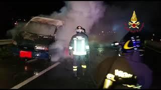 Cagliari, in fiamme un'auto sulla Ss195