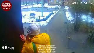 Две женщины обманным путём проникли в дом и обокрали старушку