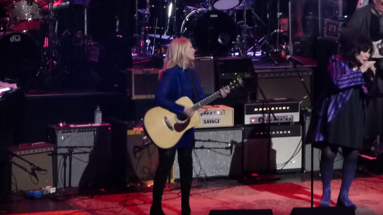 Watch Heart's Ann and Nancy Wilson reunite onstage in New