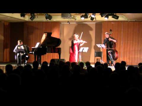 Contrabajeando (A.Piazzolla); C.Lachotta(b) M.Manhart(acc.)I.Cudek(vl)