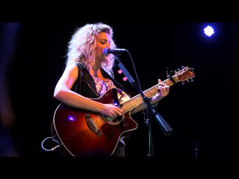 """Tori Kelly - """"Suit & Tie"""" (Live Acoustic at Lincoln Hall in Chicago) HD"""