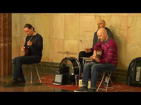 Трио музыкантов...
