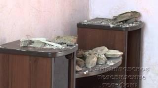 видео Потолок рухнул в квартире жительницы Кургана
