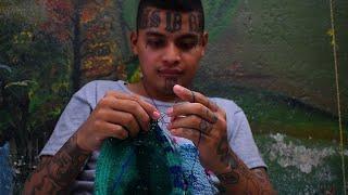 El Salvador: rival gang members learn together in prison