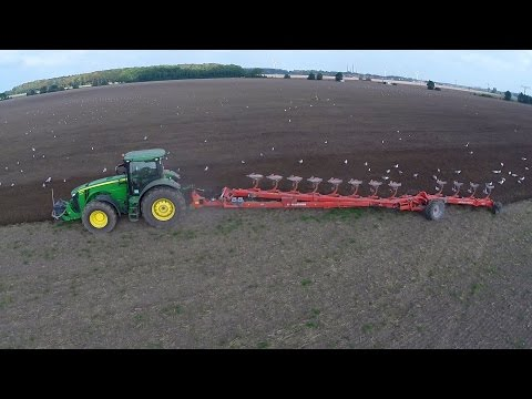 Ploughing with John Deere 8360R and Kuhn Challenger 12