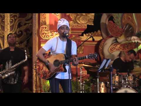 Glenn Fredly & The Bakuucakar - Terpesona @ Sanur Village Festival 2016 [HD]