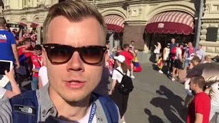 'Крым - Россия! Косово - Сербия!' Сербские фанаты поют у Кремля