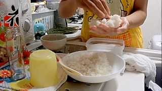 How to make Onigiri, Como fazer Onigiri(Bolinho de arroz)【三百六十五歩のマーチ】