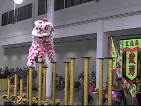 Chinese Lion Dance - Dangerous High Pedestals