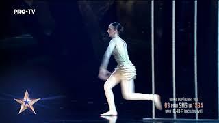 Ai spune că vine de pe altă planetă, la cât de elastică este   Andreea Tucaliuc - Românii au Talent