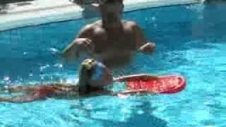 девки в бассейне 2