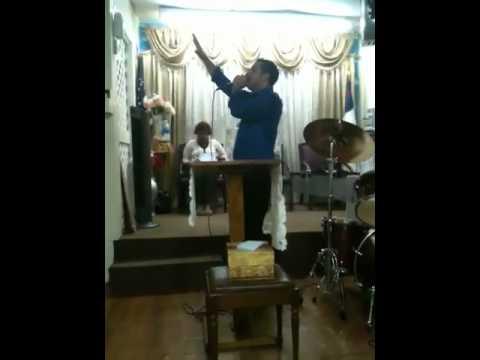 Evangelista Jaime Sanchez en la iglesia el amanecer de la esperanza
