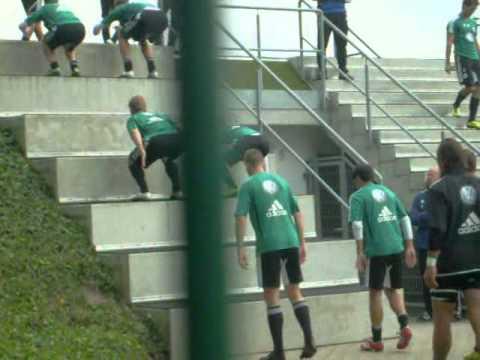 VfL Wolfsburg Training - Der Hügel der Leiden 2 - Mi.31.8.11