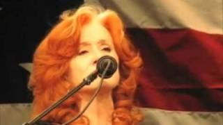 Bonnie Raitt, Jackson Browne perform Angel From Montgomery