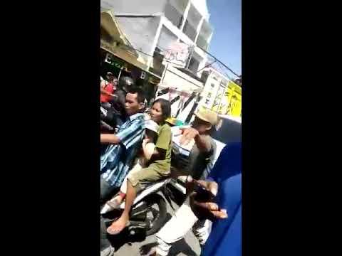 Detik Detik Mobil Damkar Tabrak Becak di Balung Jember