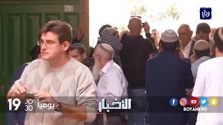 مستوطنون يقتحمون باحات المسجد الأقصى تحت حماية وحراسة قوات الاحتلال - (5-10-2017)