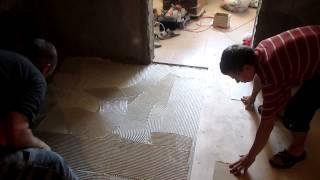 видео Укладка фанеры при помощи клея