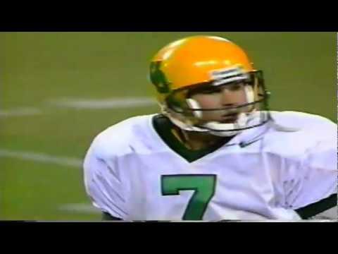 Oregon QB AJ Feeley lofts a pass to TE Jed Weaver for a 29 yard gain vs. ASU 11-15-97