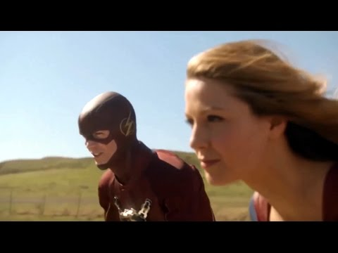 The Flash Meets Supergirl For The First Time - Supergirl 1x1