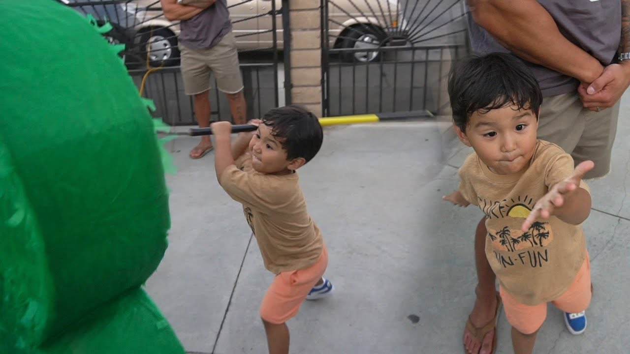 Taika Vs Piñata!