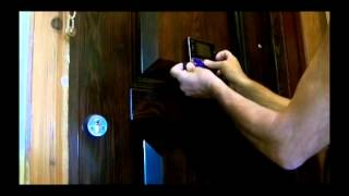 видео Видеоглазок для входной двери с датчиком движения и монитором