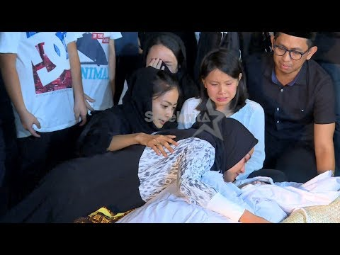 Sedih, Sedang Umrah Ririn Ekawati Pulang & Datangi Alm Suami Sebelum Di Makamkan | Selebrita Siang