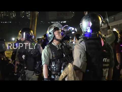 Hong Kong: Protesters back fired mall security guards