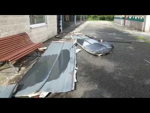 El tejado de una casa en Oural sale volando e impacta contra un colegio