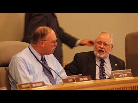 Oregon lawmakers praise retiring legislative revenue officer