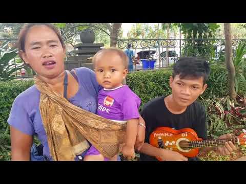 Ibu Pengamen mirip ayu ting ting nyanyi lagu oleh oleh rita sugiarto (cover)