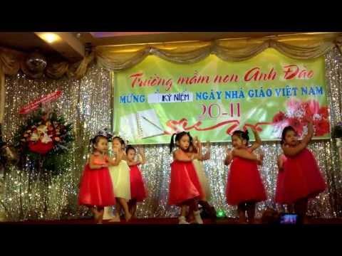 """Múa và hát bài """"Lời Cô"""" mừng ngày 20-11 của lớp Chồi 2 trường mầm non Anh Đào"""
