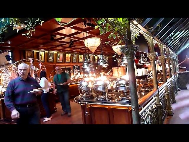 """En el restaurante """"Les Grands Buffets"""", el precio por persona del buffet a voluntad es de 32,90€"""