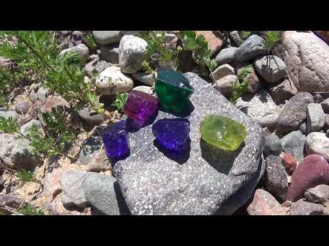 В хороших местах можно найти драгоценные камни
