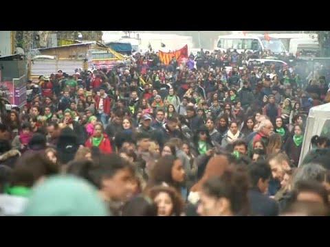 وسط جدل شعبي برلمان الأرجنتين يصوت على تشريع يقنّن الإجهاض…  - 08:21-2018 / 6 / 14