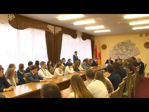 Встреча Министра образования Игоря Карпенко с членами молодёжных и детских парламентов