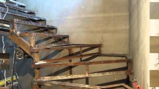 Лестница - металлический каркас с забежными на второй этаж коттеджа(Это видео создано в редакторе слайд-шоу YouTube: http://www.youtube.com/upload., 2015-09-11T17:35:34.000Z)