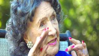 96 летняя мастер йоги Tao Porchon Lynch 0001