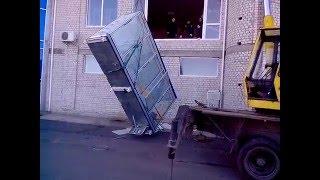 как не разбить холодильную витрину или просто фортануло. 18+ МАТ(Огромная стеклянная холодильная витрина не проходила в дверные проемы, пришлось ее через окно спускать..., 2016-01-24T07:09:18.000Z)